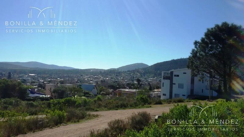 terreno con vistas a los cerros y el mar