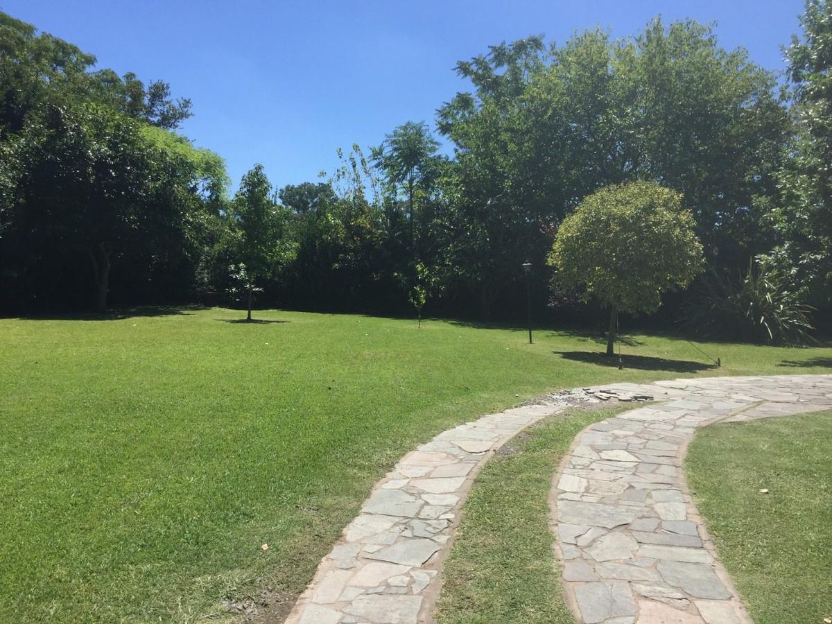 terreno de 1800 m2 en cno. centenario e/426 y 449 city bell