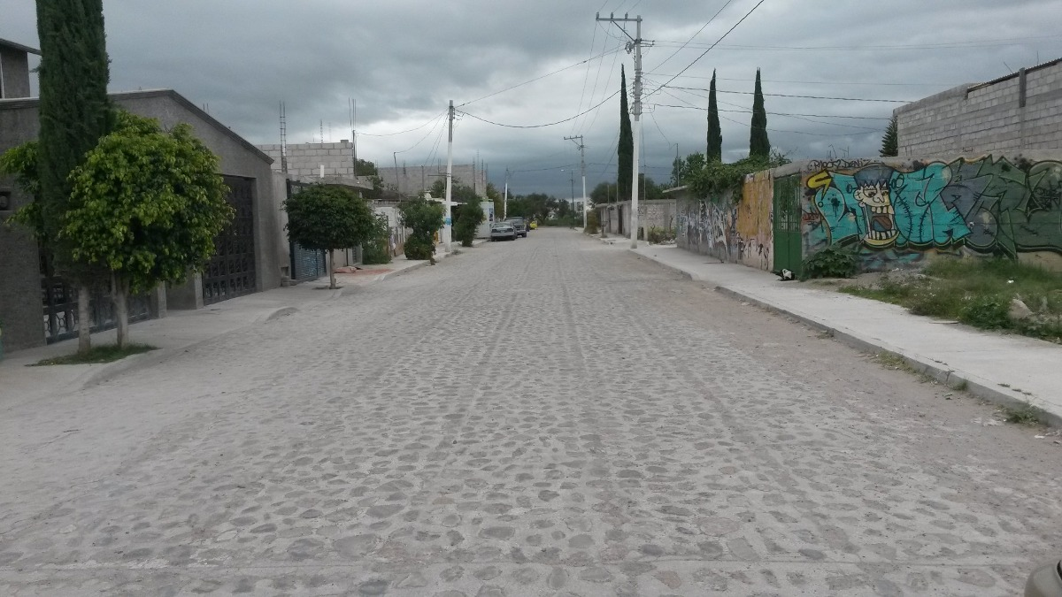 terreno de 19.5 por 10m, calle empedrado, todos los servicio