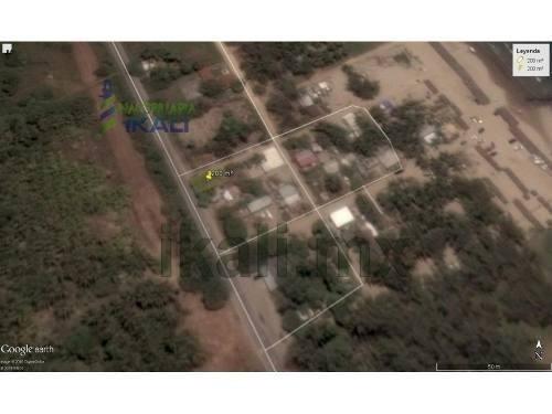 terreno de 200 m² en venta en carretera a la termoeléctrica en tuxpan, veracruz, cuenta con 200 m², son 10 m de frente por 20 m de fondo, cuenta con pozo, fosa septica y energía eléctrica. #ref:mx16