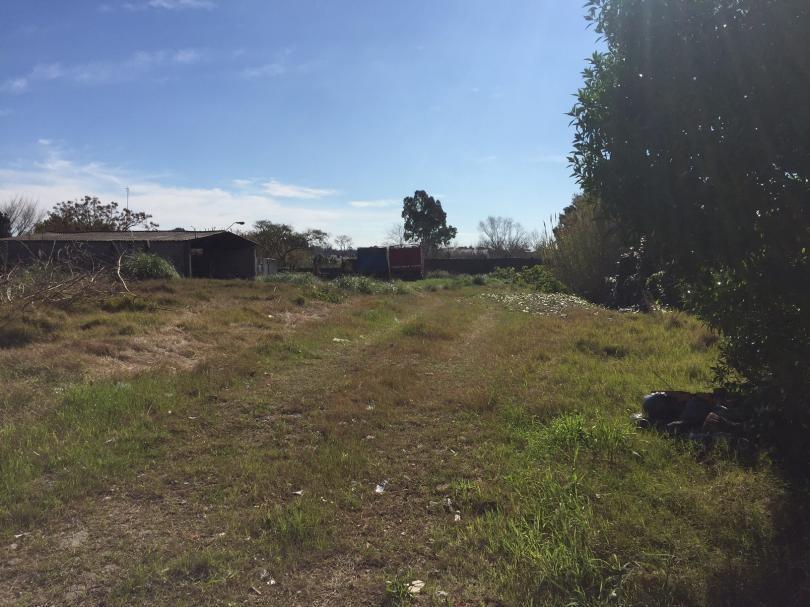 terreno de 2800 m2 con casa y galpones