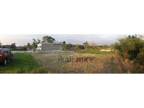terreno de 300 m² en colonia las granjas de tuxpan, veracruz, se encuentra ubicado cerca de los centros comerciales sams y walmart, en una calle paralela a demetrio ruiz malerva, son 20 m. de frente