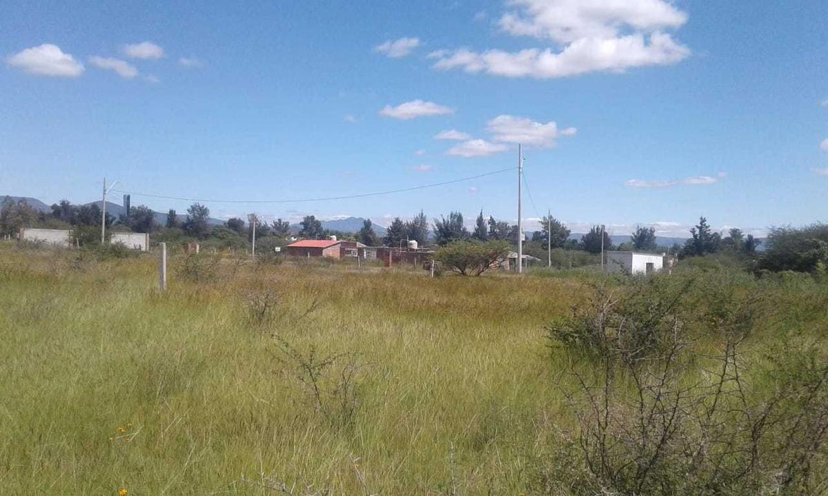terreno de 4.000 m2 salida a silao uso industrial o campestr