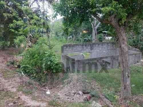 terreno de 426 m² colonia insurgente tuxpan veracruz, se encuentra ubicado en la calle leona vicario continuación 1° de septiembre, cuenta con 426 m², son 7.5 m de frente por 55 m de fondo aproximada