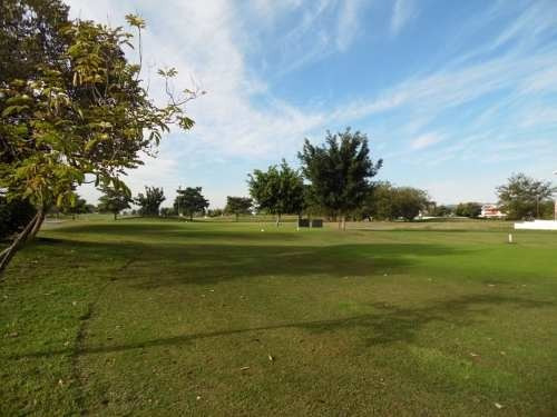 terreno de 464 m2 dentro del fraccionamiento con campo de golf