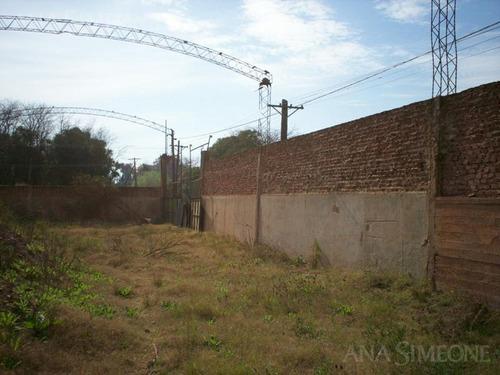 terreno de 60.000 m2 ( 6 has.) ( 254 m x 236 m) con 5.000 m2 de construcciones