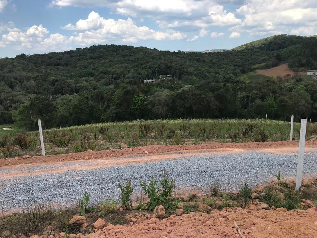 terreno de 600m2 15x40 c área verde e linda vista l.