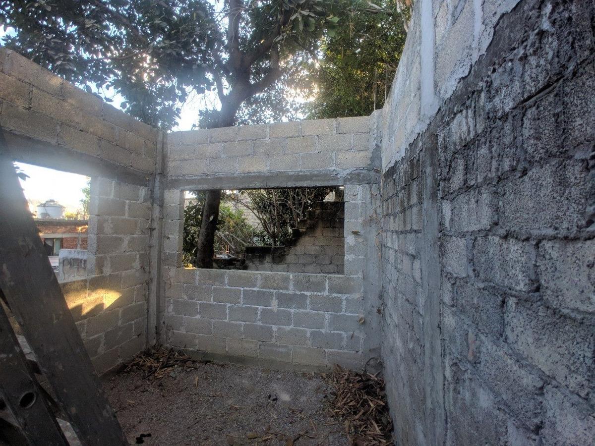 terreno de 62m2 con construccion