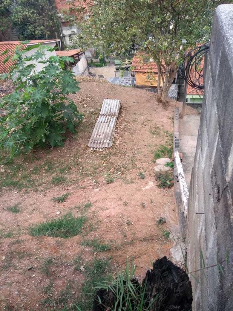 terreno em declive acentuado, com 300 m². ruy 82500