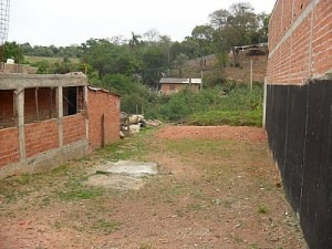 terreno em ibiúna 200 mts, 8 mts de frente próximo ao centro