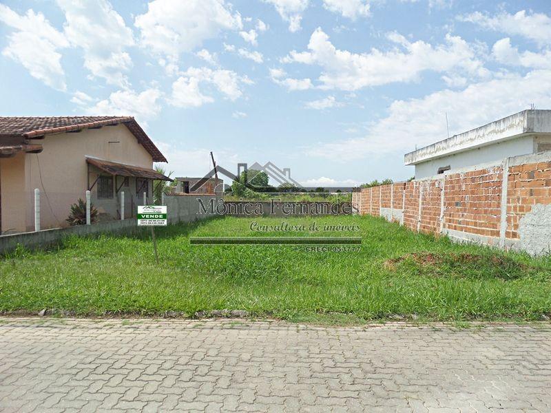 terreno em pequeno condomínio, bem localizado em maricá.