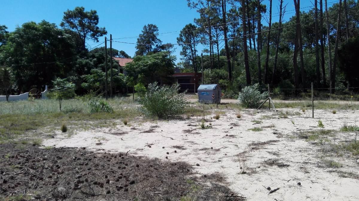 terreno en barrio country de piriápolis - (ref. 2661)