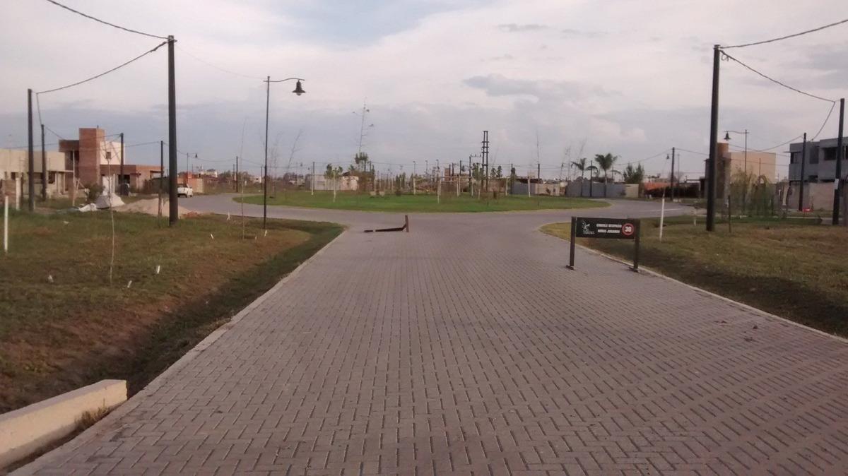 terreno en barrio las tardes - roldan