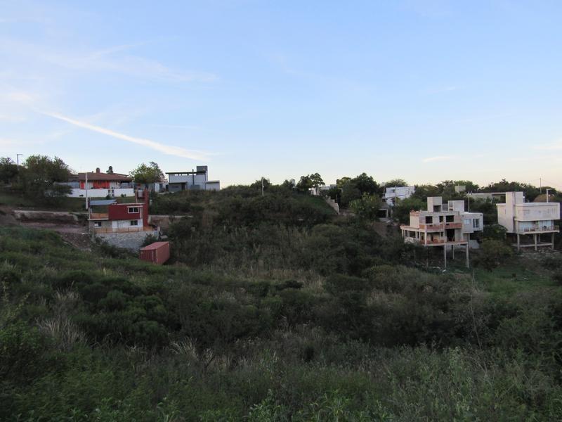 terreno en cuesta colorada. ideal para complejo habitacional.