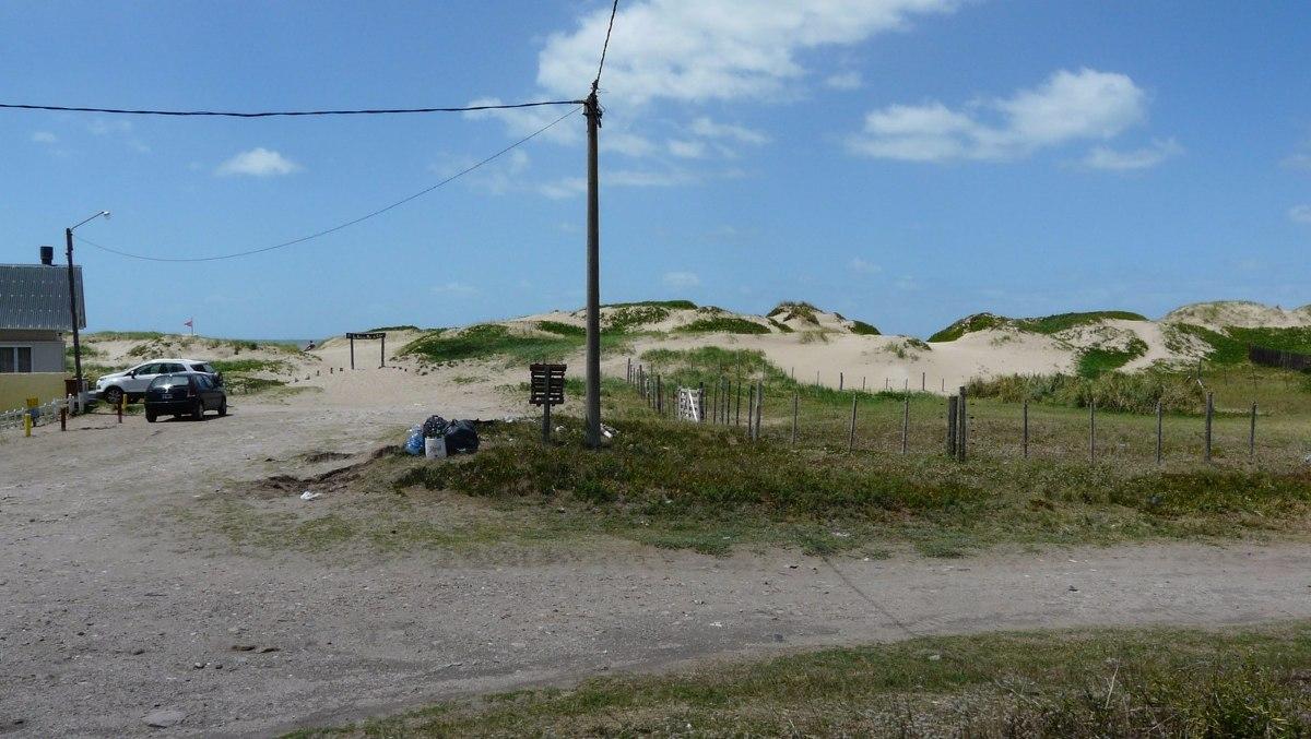 terreno en esquina a metros del mar en mar de cobo