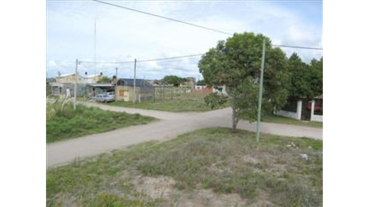 terreno en esquina de calle 20 y 82 (cod. 516)
