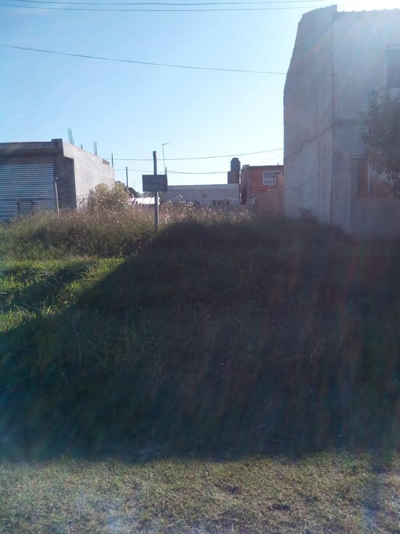 terreno en mariano acosta sobre asfalto