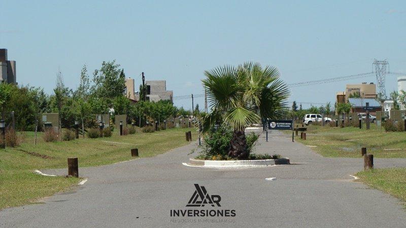 terreno en puerto roldan - barrio cerrado con excelentes servicios y entorno natural
