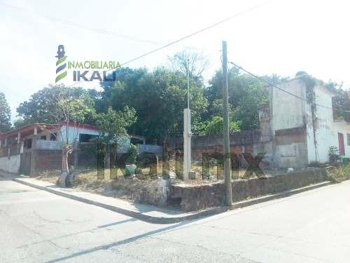 terreno en renta 175 m² en esquina col. azteca tuxpan veracruz, se encuentra ubicado en la calle hernandez y hernandez esquina con la calle iturbide, tiene pozo con bastante agua, los servicios públi