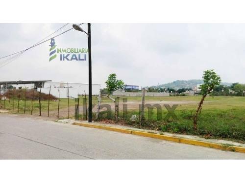 terreno en renta de 8000 m² col. plan de ayala tihuatlan veracruz, se encuentra ubicado a espaldas del restaurante costa esmeralda y frente al restaurante quintamar en la calle tamaulipas s/n de la c
