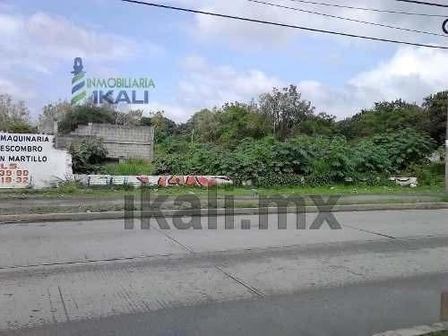 terreno en renta poza rica veracruz, 1,300 m² ubicado en avenida puebla colonia palma sola, con 17 m. de frente a la calle y 76 m. de fondo, justo frente de la central de autobuses y a una cuadra del