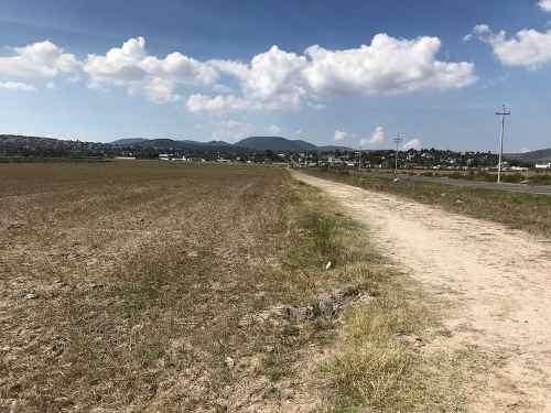 terreno en sobre entrada a san pedro huaquilpan con 3 frentes