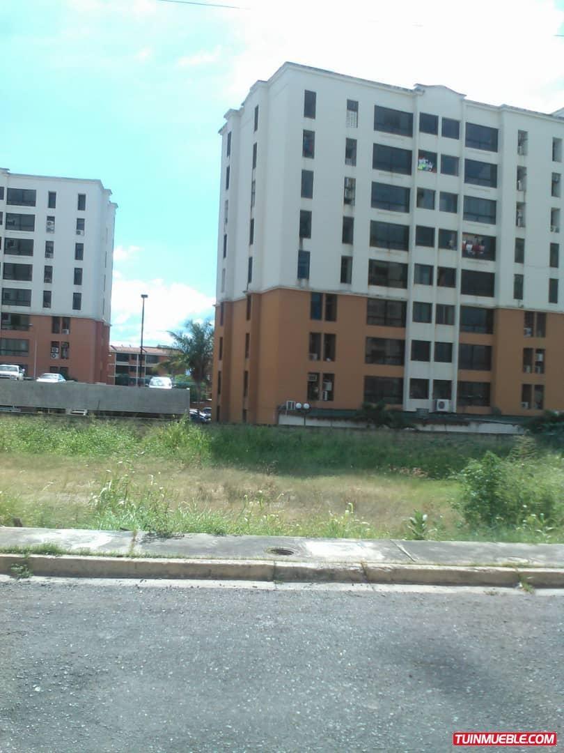 terreno en urbanización los chaguaramos