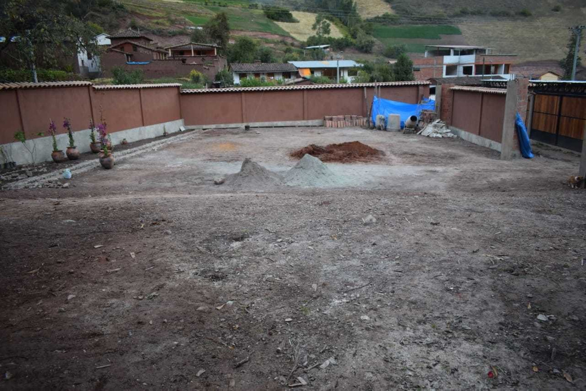 terreno en urubamba con muro perimetrico , totalmente plano