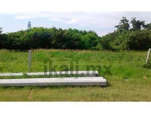 terreno en venta 1351 m² carretera a tamiahua tuxpan veracruz, se encuentra ubicado en la carretera tuxpan - tamiahua a unos metros del bimbo y la escuela albatros, el terreno cuenta con 1351 m² apro