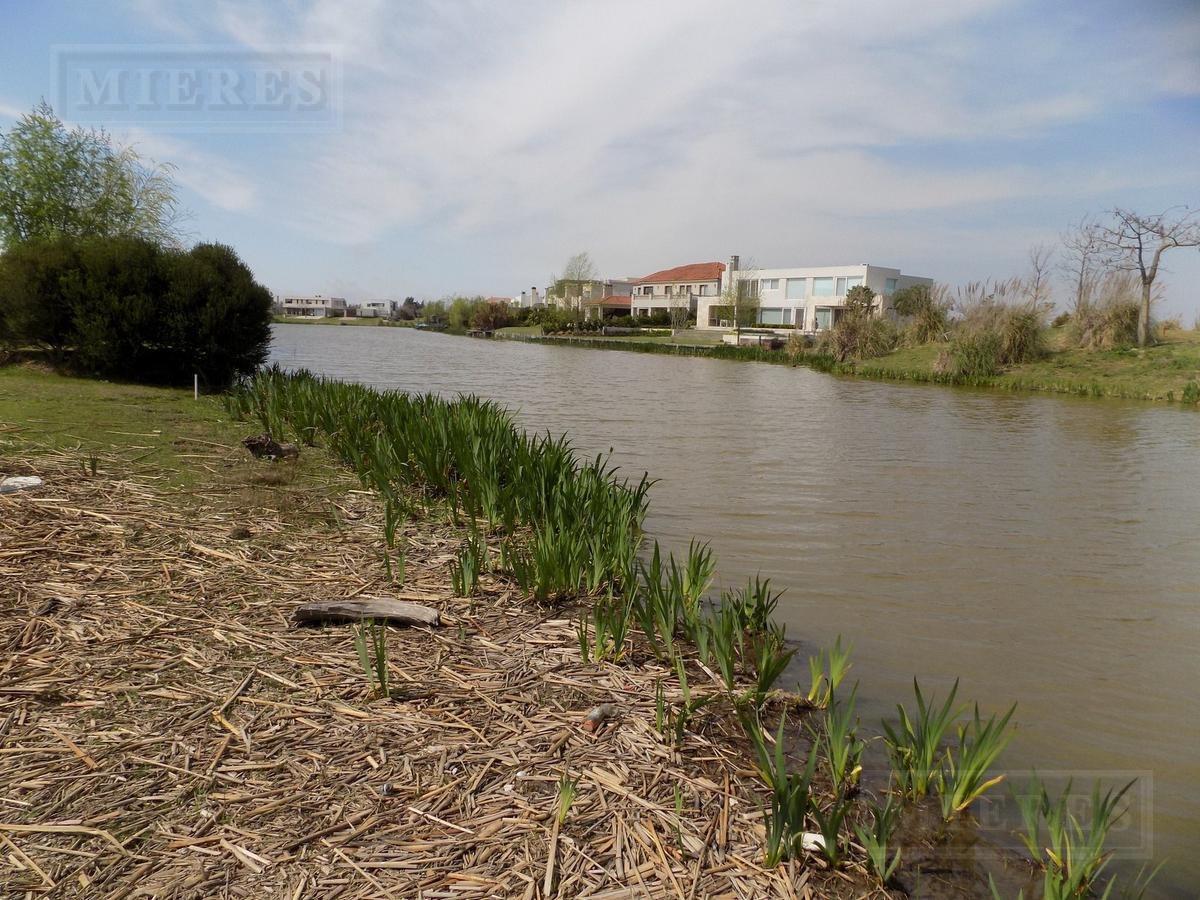 terreno en venta - barrio el golf, nordelta - a la laguna del golf