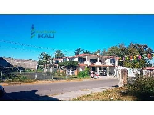 terreno en venta col. rosa maria tuxpan veracruz 816 m², se encuentra ubicado junto de los terrenos de la feria en la calle heroico colegio militar, cuenta con 816 m² aproximadamente, son 20.70 m de
