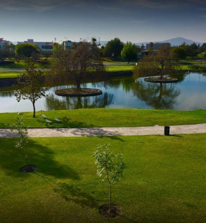 terreno en venta colindante al campo de golf en el mejor residencial de qro