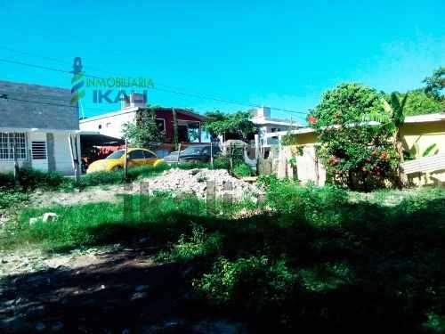 terreno en venta colonia ochoa de tuxpan veracruz, se encuentra ubicado en la calle 6 oriente s/n de la colonia rafael hernández ochoa, cuenta con 750 m², son 25 m. de frente por 30 m. de fondo, la z