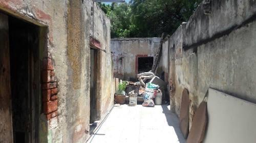 terreno en venta de 1,050 m2 a unas cuadras del centro, construcción antigua