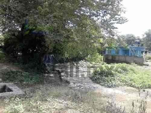 terreno en venta de 1142 m² en colonia los pinos de tuxpan veracruz, se encuentra ubicado en la calle 24 de ferbrero en la colonia los pinos, cuenta con 1142 m², y la zona cuenta con los servicios pú