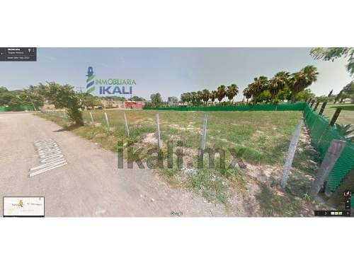 terreno en venta de 790.25 m² en colonia del valle de tuxpan, ver, se encuentra ubicado en la calle manuel avila camacho esquina con calle moctezuma, muy cerca de soriana, y del campo de la shaop, ti