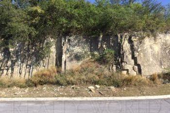 terreno en venta en portal del huajuco, monterrey