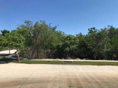 terreno en venta en yucatán country club, en esquina tv-6085