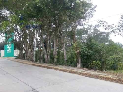 terreno en venta frente al imss en esquina tuxpan veracruz,  se encuentra ubicado muy cerca de la playa, en la esq. calle que lleva al imss y la que pasa por enfrente del hospital en la colonia petro