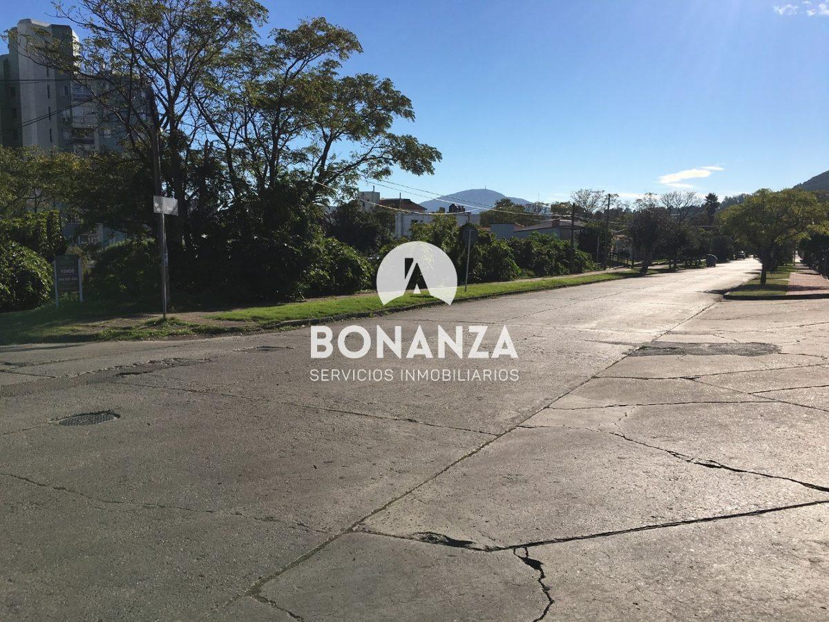 terreno en venta, piriápolis, centro, 1500m², a 200m del mar
