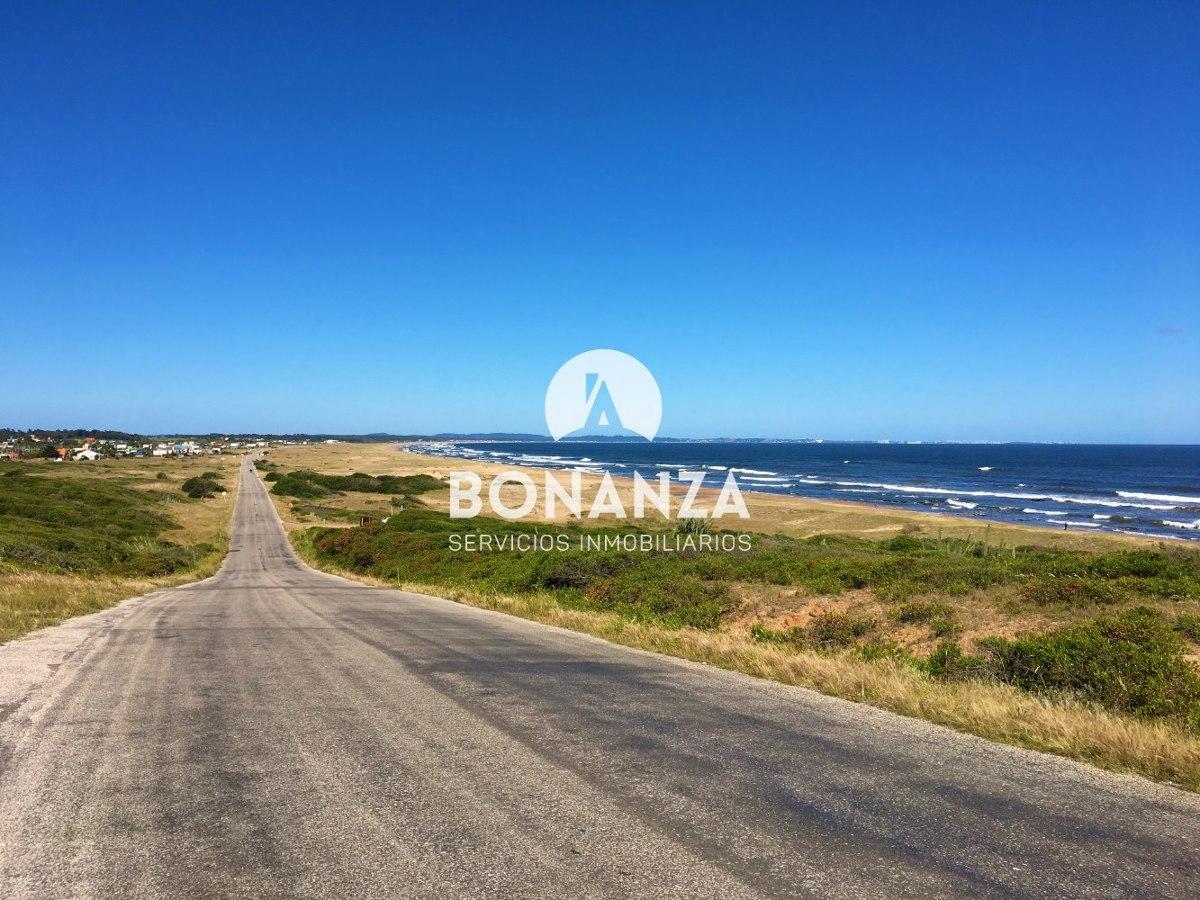 terreno en venta, piriápolis, punta negra, frente al mar