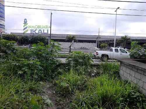 terreno en venta poza rica veracruz, 1,300 m² ubicado en avenida puebla colonia palma sola, con 17 m. de frente a la calle y 76 m. de fondo, justo frente de la central de autobuses y  a una cuadra de