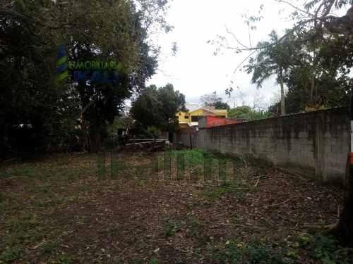 terreno en venta santiago de la peña tuxpan veracruz 726 m². ubicado en la calle hinojosa en la comunidad de santiago de la peña, cuenta con 726 m² y sus mediadas son: 16.50 metros de frente por 44 m