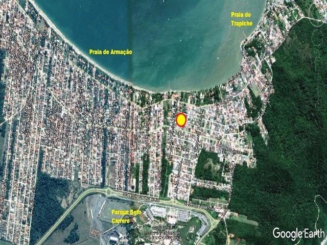 terreno entre as principais avenidas em penha - 300 metros do mar - 220m