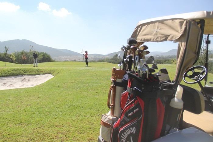 terreno exclusivo frente a campo de golf, y vista al valle