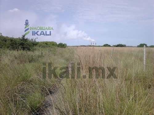 terreno frente a laguna de tampamachoco tuxpan ver 8.9 hectáreas con 229 metros frente a la laguna con 425 metros de fondo a un costado de la colonia petrolera por el imss, se venden a partir de 5,00