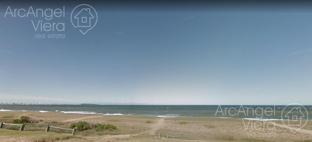 terreno  frente al mar  en punta del este -playa mansa