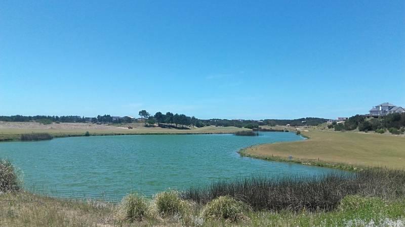 terreno grande en venta zona golf de costa esmeralda. frente al club house y algolf 19