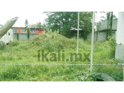 terreno industrial en renta ubicados en la colonia la victoria en el municipio de tuxpan veracruz. son 800 m² con el fondo y laterales bardados con 2.5 metros de altura. cuenta con una cámara fría ch
