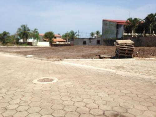 terreno limpo e aterrado lado praia,confira!!!